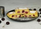 Ρολό με κεράσια και κρέμα (VIDEO), από τους Χάρη και Μιχάλη Καρελάνη από το Redmoon-foodaholics.gr!