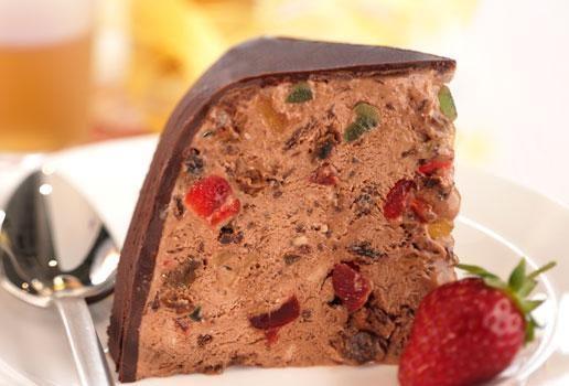 Παγωτό σοκολάτας πανεύκολο με κερασάκια γλασέ και ζαχαρούχο γάλα, από το sintayes.gr!