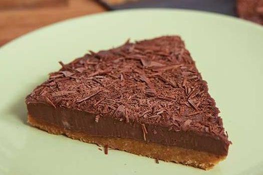 Σοκολατένια τούρτα ψυγείου με γιαούρτι, με 5 υλικά, από το sintayes.gr!