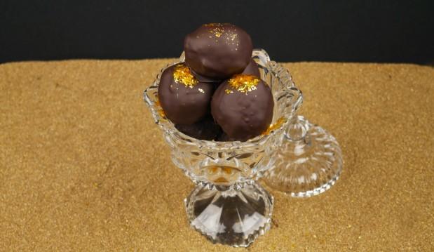 Τα πιο γευστικά και γρήγορα σοκολατάκια Ferrero Rocher(VIDEO), από τους Χάρη και Μιχάλη Καρελάνη και το redmoon-foodaholics.gr!