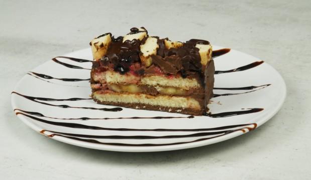Εύκολο και γρήγορο σοκολατένιο γλυκό ψυγείου (VIDEO), από τους Χάρη και Μιχάλη Καρελάνη και το redmoon-foodaholics.gr!