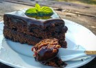 Sachertorte (Αφράτο κέικ σοκολάτας με μαρμελάδα βερίκοκο και γλάσο μαύρης σοκολάτας),  από τον Δημήτρη Μιχαηλίδη!