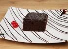 Οικονομική και εύκολη σοκολατόπιτα με ιδιαίτερο γλάσο (VIDEO), από τους Χάρη και Μιχάλη Καρελάνη και το redmoon-foodaholics.gr!