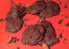 Σοκολατάκια με καραμέλα βουτύρου και ολόκληρα αμύγδαλα, από την Αριάδνη Πούλιου και το ionsweets.gr!