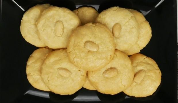 Εύκολα αμυγδαλωτά με 4 υλικά (εργολάβοι)(VIDEO), από τους Χάρη και Μιχάλη Καρελάνη και το redmoon-foodaholics.gr!
