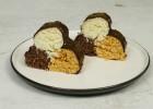 Τρίχρωμα σοκολατάκια με ινδοκάρυδο (VIDEO), από τους Χάρη και Μιχάλη Καρελάνη και το  redmoon-foodaholics.gr!