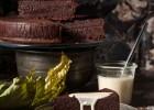 Υγρό κέικ σοκολάτας, από τον Στέλιο Παρλιάρο!