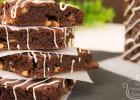 Μπράουνις με σταγόνες καραμέλας Toffee και μπανάνα (VIDEO) από την Ειρήνη και τα Kalomageiremata -Brownies with toffee caramel drops and banana(VIDEO), by Irini's Homestyle Cooking!