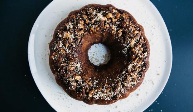 Κέικ σοκολάτας με γέμιση μπισκότο, από τον Βαλάντη Γραβάνη και το ionsweets.gr!