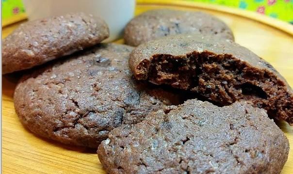 Σοκολατένια μπισκότα (VIDEO), από τις Ελένη και Μαρία Μπέσιου και το foodouki.com!