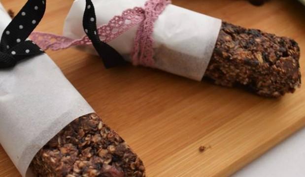 Μπάρες βρώμης με σοκολάτα, φιστικοβούτυρο και μέλι, χωρίς ψήσιμο, από την αγαπημένη Ιωάννα Σταμούλου και το sweetly!