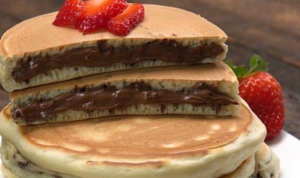 Pancakes γεμιστά με μερέντα (Video), από το sintayes.gr!