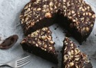 Φουντουκόπιτα με σιρόπι σοκολάτας, από το sintayes.gr!