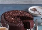 Διπλά σοκολατένιο κέικ από την Ερμιόνη Τυλιπάκη και το  «The one with all the tastes»!