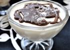 Εύκολη μους καρύδας με επικάλυψη σοκολάτας, από την Ιωάννα Σταμούλου και το sweetly!
