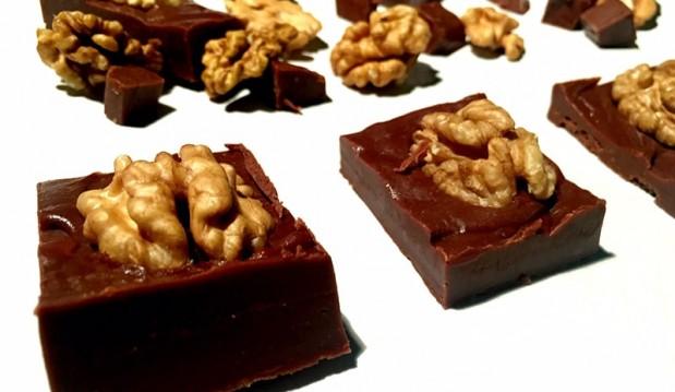 Σπιτικά σοκολατάκια με Nucrema ΙON και καρύδια, από την Αριάδνη Πούλιου και το ionsweets.gr!