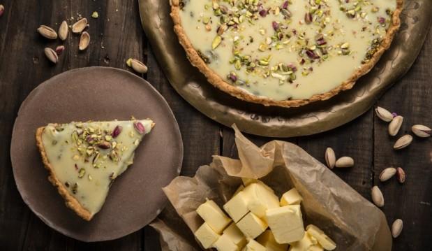 Τάρτα λευκής σοκολάτας με φυστίκια Αιγίνης (VIDEO), από την Αννα Χαλικιά  και το madameginger.gr!