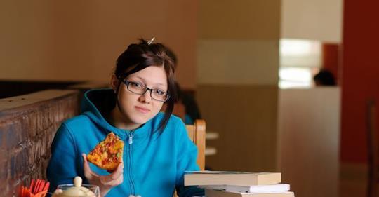 «Τι πρέπει να έχει ένας φοιτητής στην κουζίνα του για να μην πεινάσει ποτέ;», από το madameginger.com!