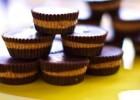 Σοκολατάκια με φυστικοβούτυρο (Chocolate & Peanut butter cups), από την Θέμιδα Καρδιόλακα και το olivemagazine.gr!