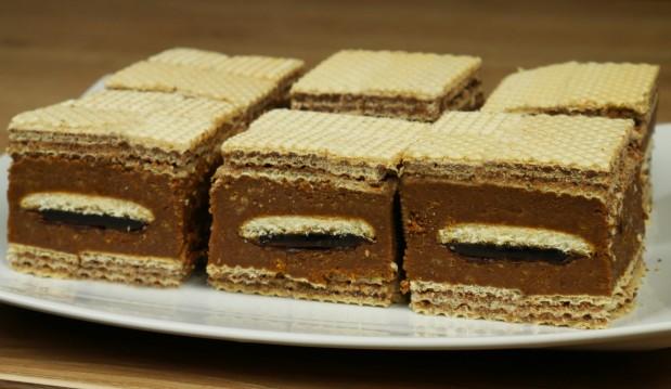 Εύκολο σοκολατένιο γλυκό με γκοφρέτες σε 10 λεπτά (VIDEO), από τους Χάρη και Μιχάλη Καρελάνη και το Redmoon-foodaholics.gr!