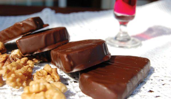 Καριόκες με μπισκότο και καρύδια, από το sintayes.gr!