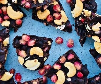Σοκολατένιες μπουκιές με ρόδι και κάσιους ΜΕ 3 ΥΛΙΚΑ, από το olivemagazine.gr!