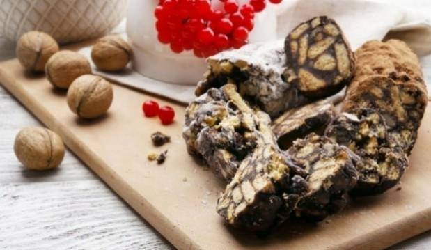 Κορμός με ρόφημα σοκολάτας, μπισκότα και καρύδια, από το icookgreek.com!