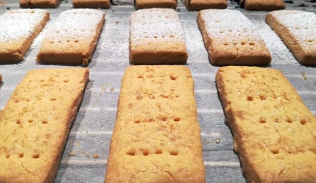 ΧΩΡΙΣ ΓΛΟΥΤΕΝΗ: Shortbread μπισκότα βουτύρου μόνο ΜΕ 3 ΥΛΙΚΑ , από το adaywithoutgluten.com!