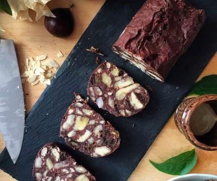 Σοκολατένιος vegan κορμός με κάστανα χωρίς ζάχαρη, από την Αγγελική Σπανού και το olivemagazine.gr!