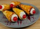 Κορνέ με σπιτικό φύλλο και γέμιση cheesecake (VIDEO), από τους Χάρη και Μιχάλη Καρελάνη και το redmoon-foodaholics.gr!