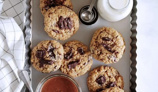 Μπισκότα βρώμης  με σοκολάτα γεμιστά με σοκολατένιο βούτυρο αμυγδάλου, από την Ερμιόνη Τυλιπάκη και το «The one with all the tastes»!