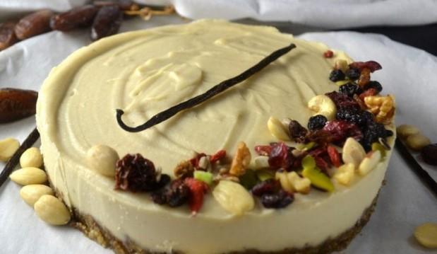 Ωμοφαγικό cheesecake  λευκής σοκολάτας και βανίλιας, από την Βίκυ και το veganinathens.com!