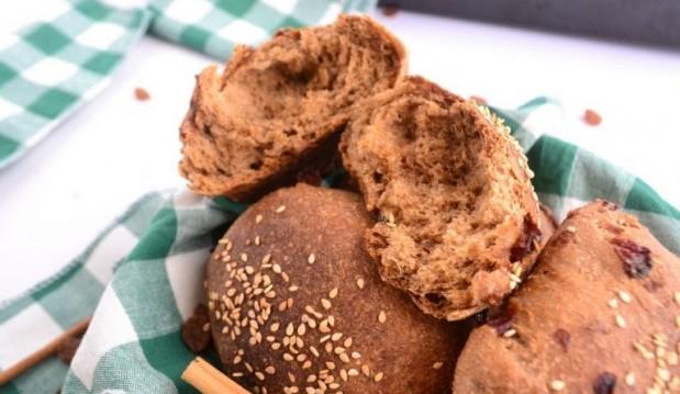 Σταφιδόψωμα με αλεύρι ολικής και πετιμέζι – χωρίς ζάχαρη, από την Βίκυ και το Vegan in Athens!