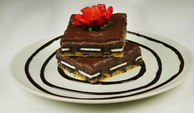 Ασυναγώνιστα brownies με βάση cookies και oreo(VIDEO), από τους Χάρη και Μιχάλη Καρελάνη και το redmoon-foodaholics.gr!