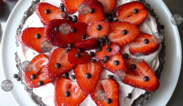 Τάρτα φράουλας με βάση oreo, από την Ελευθερία Μπούτζα και το «Μαγειρεύοντας με την L»!