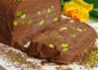 Παγωμένος κορμός (σεμιφρέντο) με σοκολάτα και φιστίκια Αιγίνης, από το sintayes.gr!