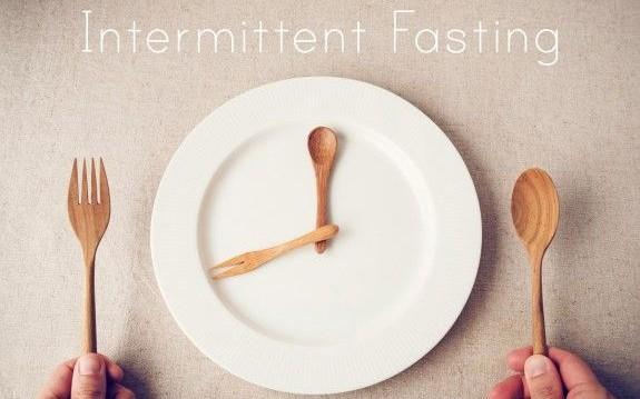 «Διαλειμματική Νηστεία: Δεν είναι δίαιτα, είναι τρόπος διατροφής», από την Ειδική Παθολόγο και food blogger Αγγελική Σπανού και το olivemagazine.gr!